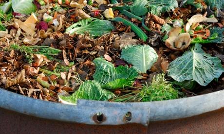 Camadas de resíduos verdes e marrons. Foto:David Burton/Alamy
