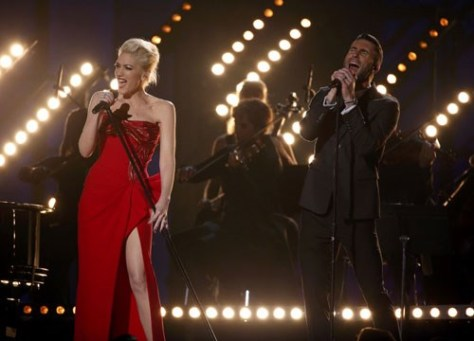 "Gwen Stefani e Adam Levine cantaram ""My Heart is Open"""