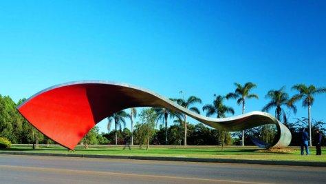 Escultura de 1999 - Parque industrial da Companhia Brasileira de Metalurgia e Mineracao de Araxa, MG
