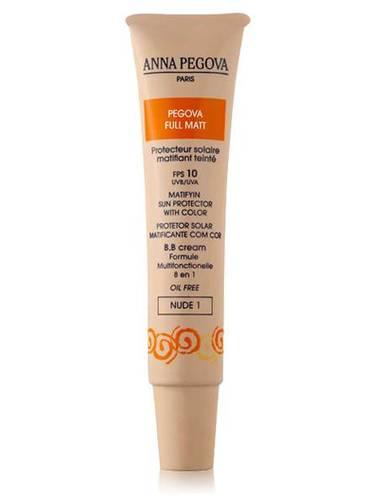 Possui efeito base de unificação do tom da pele, hidratação, proteção solar, anti-idade, tudo em apenas um produto.